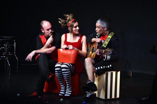 Les Squatters jouent au theatre La Folie a Paris